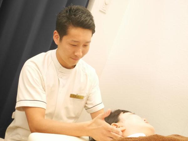 首の施術写真